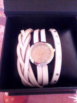 Moderne Damenarmbanduhr (wickeluhr) Bild