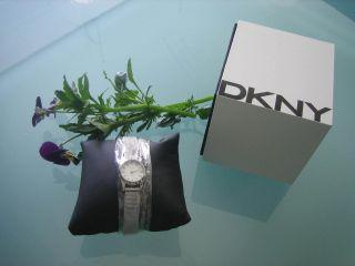 Armbanduhr Der Marke Dkny Bild