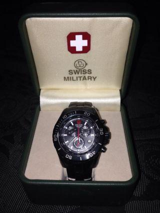 Schwarzer Swiss Military Hanowa Chronograph Bild