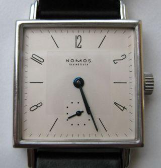 Nomos Glashütte Armbanduhr Tetra 27 Bild