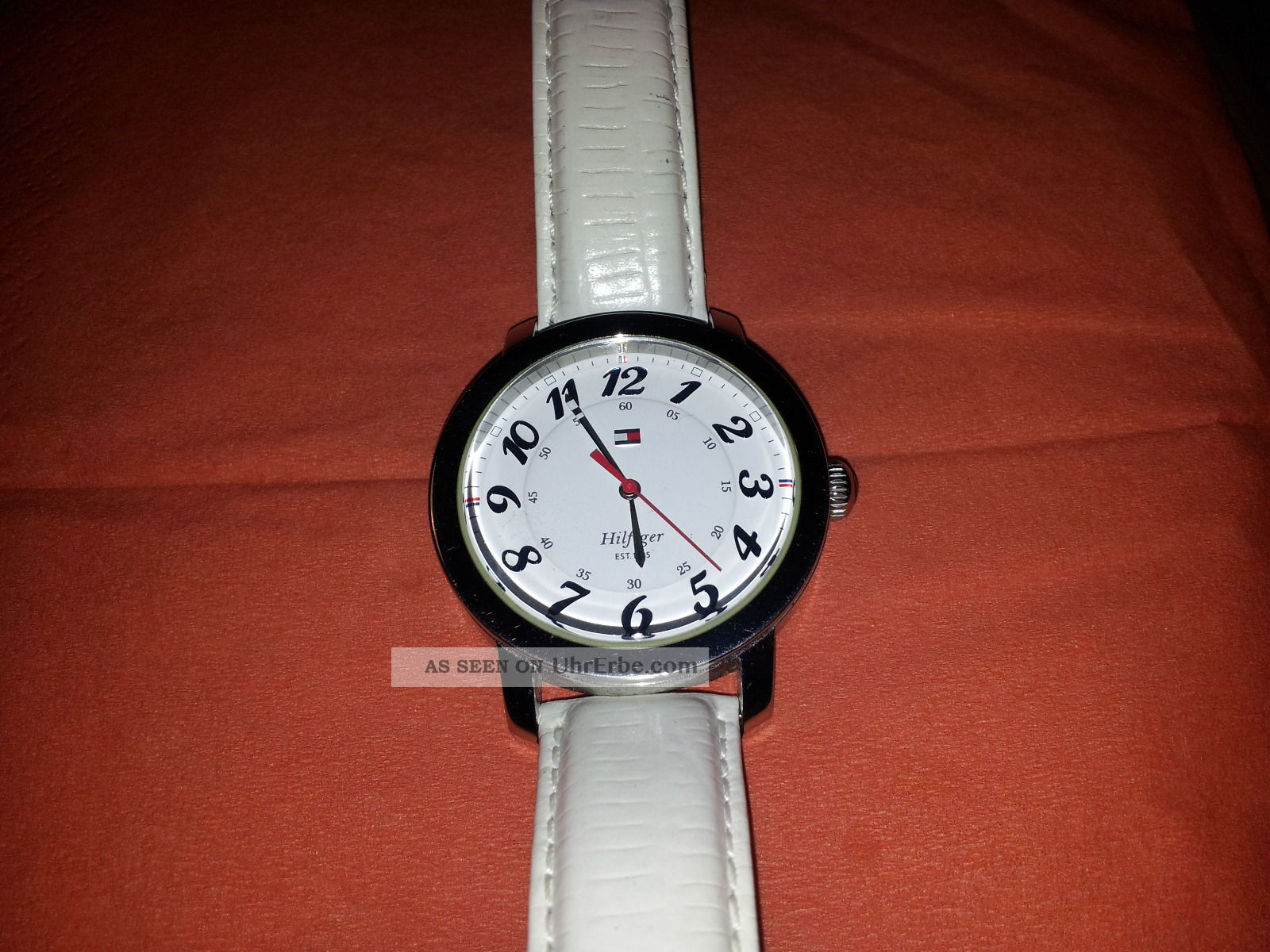 Tommy Hilfiger Damenuhr Lederband Weiß Kaum Getragen Neuwertig Weihnachten Armbanduhren Bild