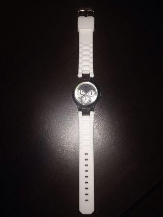 Weiße Armbanduhr Bild