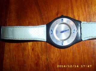 Swatch Armbanduhr Flach Lederarmband Hellblau Damenuhr Bild