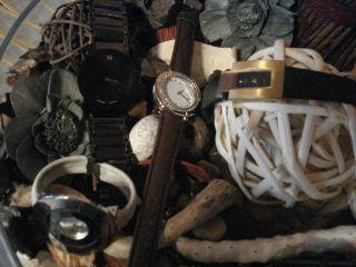 Uhren - Sammlung Vier Verschiedene U.  Modische Damen - /markenuhren Sehr Gut Bild