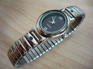 Damen Quarzarmbanduhr Silberfarbig Mit 2 Steinchen Von Yves Rocher Bild