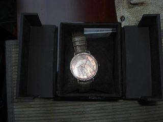 Aussergewöhnliche Esprit Uhr Mond Perlmuttziffernblatt Bild