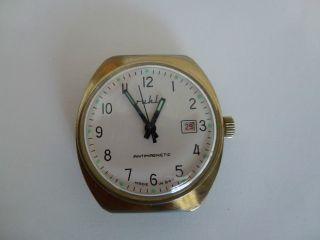 Hau Ruhla Mit Datum Kult Uhr Aus Der Ddr,  70er,  überholt. Bild