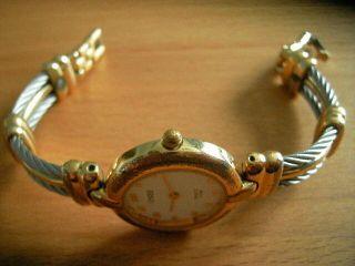 Eine Armbanduhr Von
