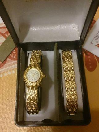 Damenuhr Mit Armband Vergoldet Bild