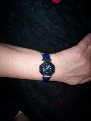 Blaue Damen Armbanduhr Von Christian View,  Glas Facettiert,  Echtes Lederarmband Bild