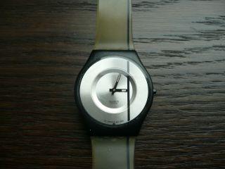 Swatch Watch Uhr Armbanduhr Skin Transparent Mit Schwarzem Streifen Bild