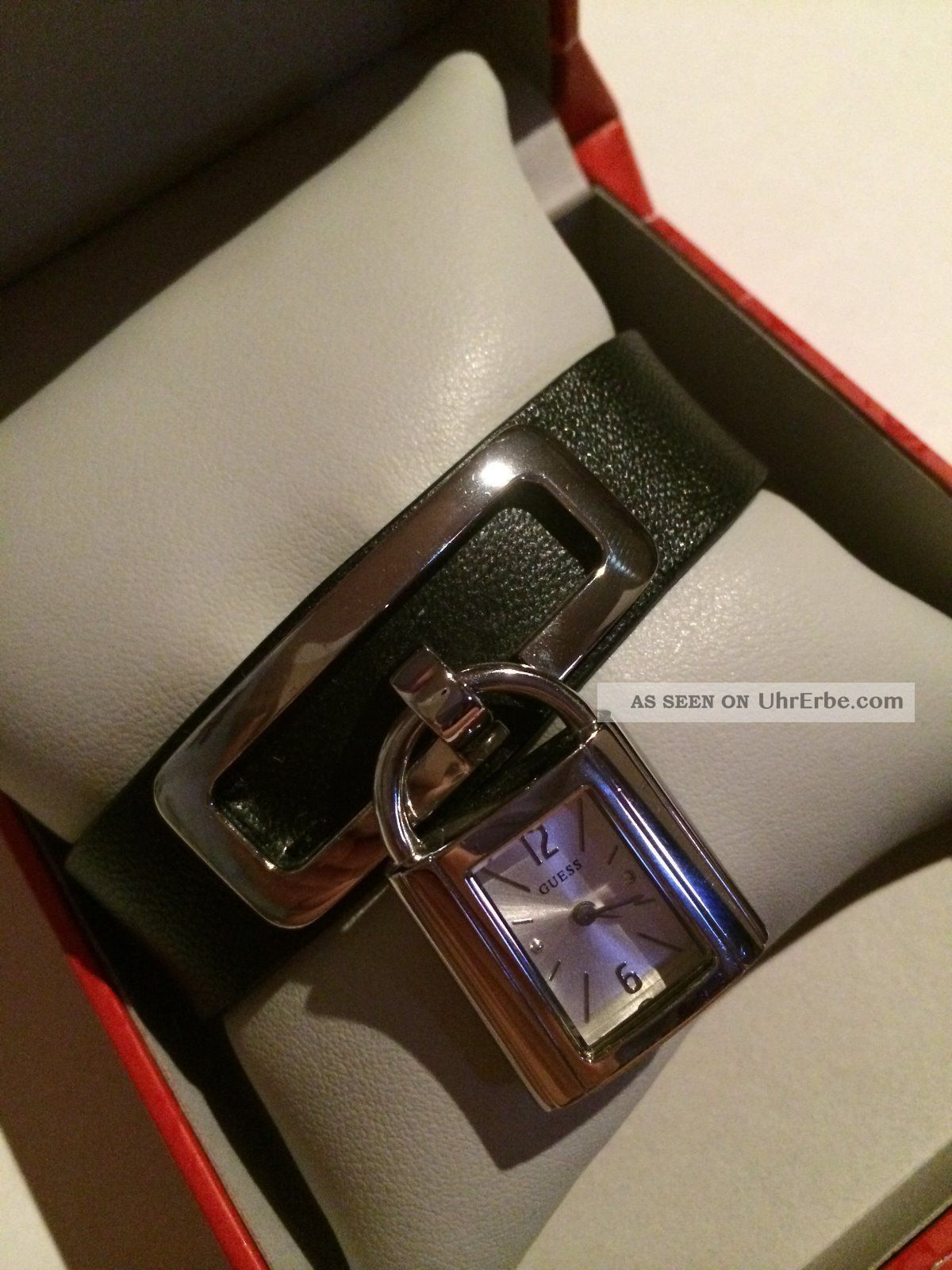 Guess Uhr Damenuhr Besonders Und Extravagant Silber Und Schwarzes Lederamband Armbanduhren Bild