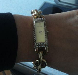Dkny Elegante Damenarmbanduhr In Goldfarbe Bild