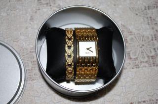 D&g Dolce Cabbana Damenuhr Time Mit Strass Goldfarbe Bild
