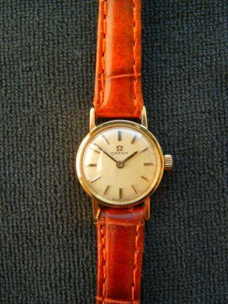 Omega Damenuhr,  18 Karat Gold,  Handaufzug,  Funktioniert Bild