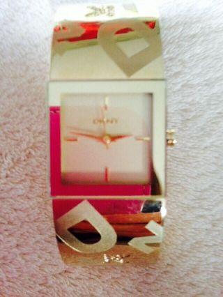 Dkny Ny4802 Damenuhr Vergoldet 30m Analog Neupreis: Ca.  100€ Bild