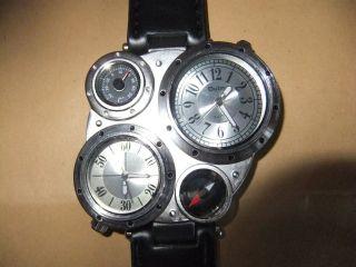 Armbanduhr Mit 4 Funkionen Von Oulm. Bild
